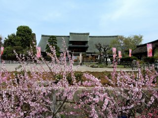 Kanzo Yashiki House opposite Enzan Station