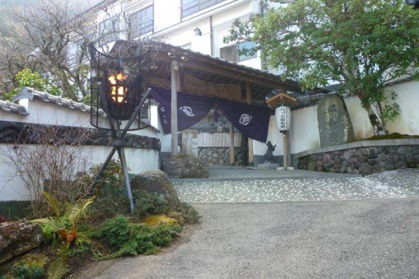 Showaen\'s grand gateway to luxury