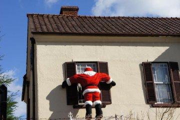 셜록 홈즈 하우스에서 산타가 피어싱