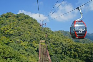 Shin-Kobe Ropeway and its newly installed red cabins