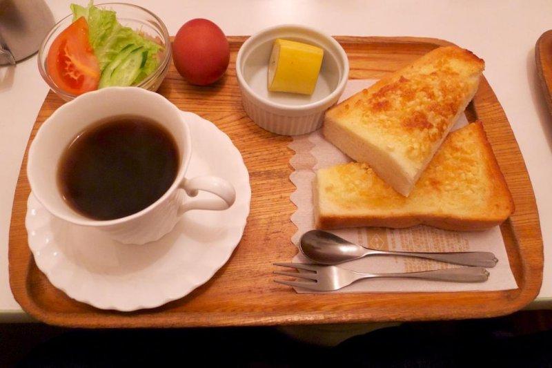 Kineya's ¥400 almond butter toast morning set