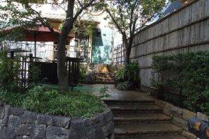 Entranceway to Gonpachi at Nishi-Azabu crossing