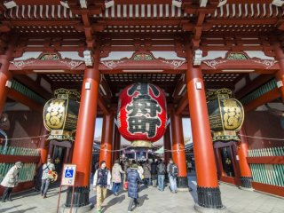The Hozomon Gate not only welcomes visitors, but is also used to store many important religious artifacts