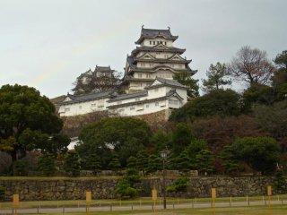Bãi cỏ ở Thành cổ Himeji