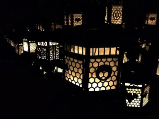 "Flickering lanterns in the darkened ""Sea of Wisteria"" Room, Fujinami no ya, recreating the atmosphere of semi-annual lantern festivals"