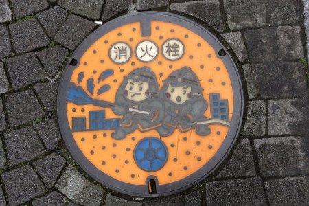 Nghệ thuật trên nắp cống Nhật Bản