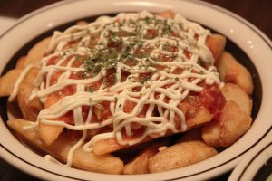 Those magnificent fries with cheese & salsa!