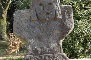 Одна из статуй вблизи