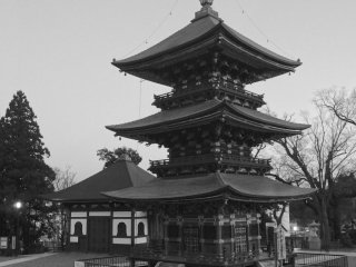 Sanjyuu no tou (Three-story pagoda)