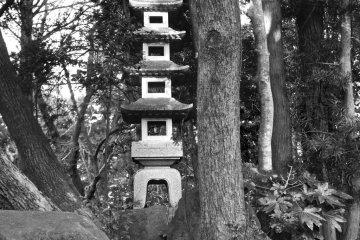 <p>Близлежащие леса и архитектура в Наритасан</p>