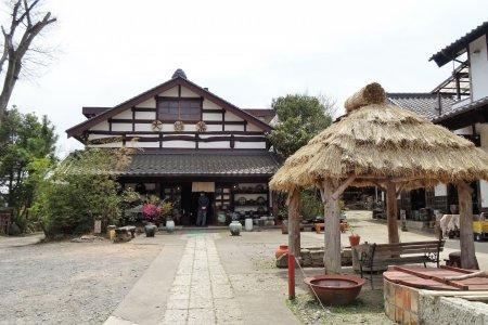 ร้านเซรามิค Daisei Gama ในมะชิโกะ