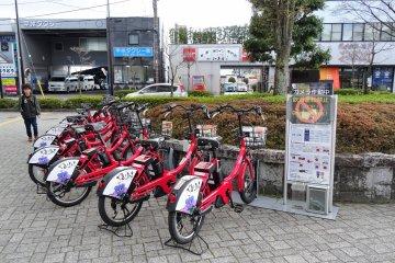 จักรยานไฟฟ้าจอดรอคุณอยู่ที่หน้าสถานีเอ็นซาน