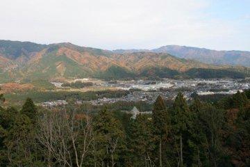 Вид на поле боя Сэкигахары из лагеря предателя Кобаякавы на горе Мацуо