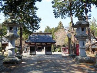 ประตูหลักของศาลเจ้าฟูจิ โอะมุโระ เซ็นเก็น