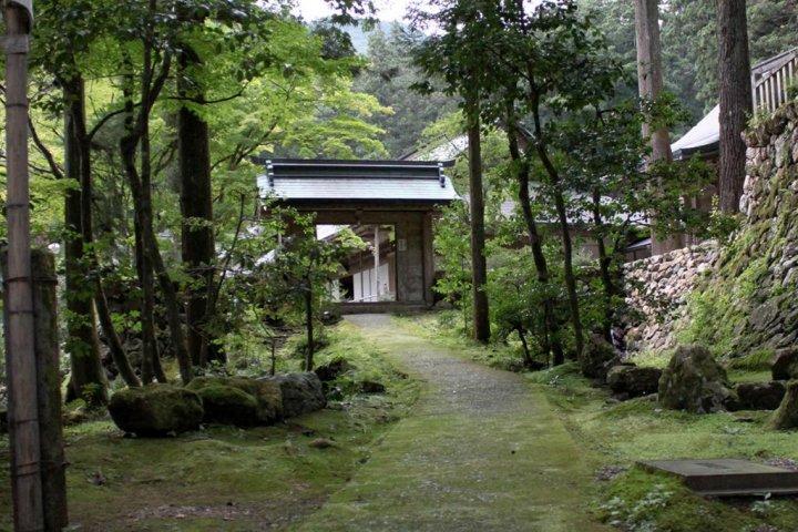 Nature & Tradition: Tanigumi Temple