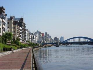 Kawasan sisi Sungai Sumida