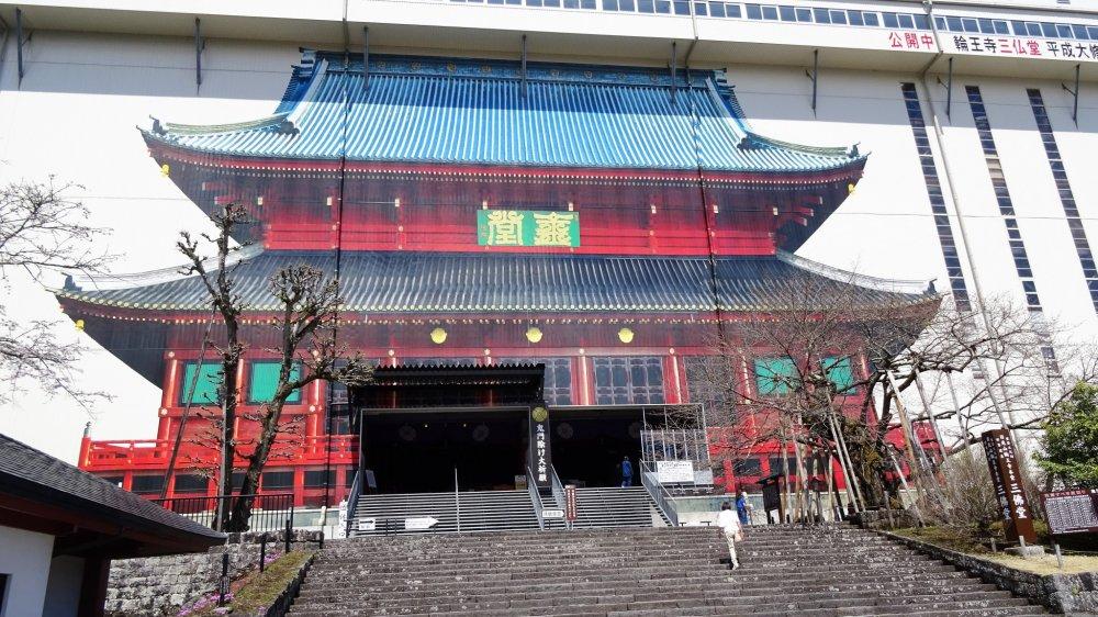 อาคารซานบุตซึตโดะ (Sanbutsudo) หรืออาคารหลักของวัด