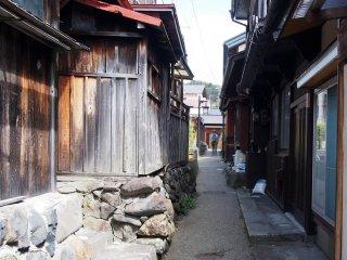 A very narrow alley in Uenodan