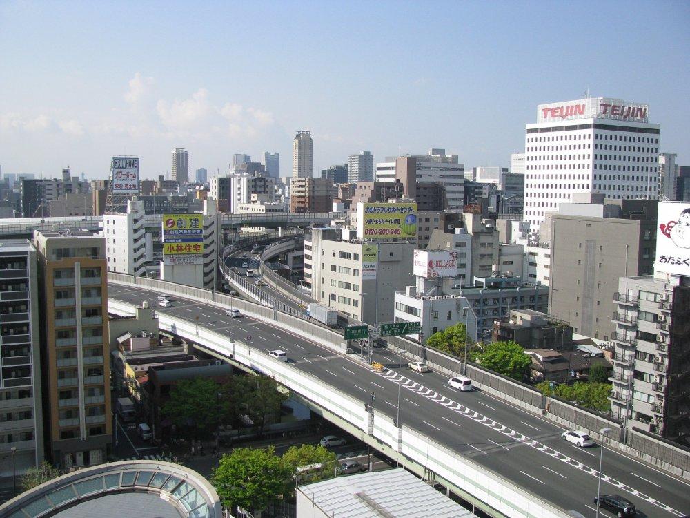 Вид на Осаку из моего отеля