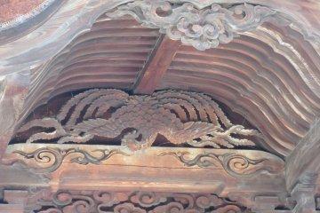 Фрагмент храма с резьбой