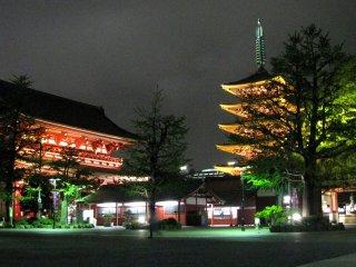A quiet night at Sensoji temple