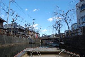 A cozy boat ride down the Ono River