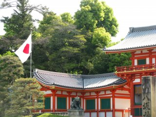 The entrance of Yasaka Jinja