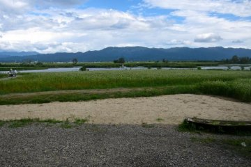 <p>ทะเลสาบฟุกุชิมะ-กะตะ มองจากบ้านที่สร้างขึ้นใหม่</p>