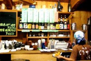 Baraku Bistro and Izakaya in Aharen Tokashiki-son Island Okinawa has a menu in English and Japanese