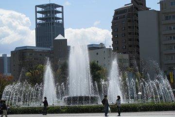Фонтан в мемориальном парке Мира