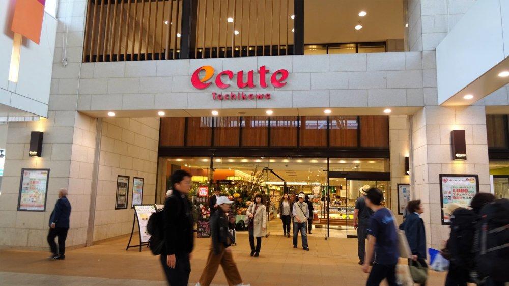 ร้านอีคิ้วที่สถานีทะชิคะวะ