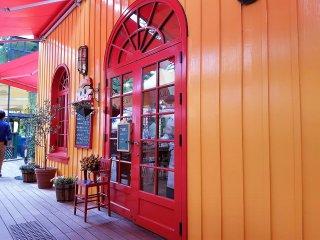 หน้าร้าน Straw Hat Cafe หรือ ร้านกาแฟหมวกฟาง