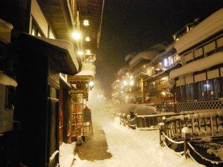 夜晚漫步银山街道
