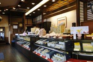 나가사키의 유명한 분메이도 카스텔라 가게 안