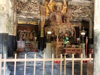 อาคารประดิษฐานของพระพุทธรูป พระกษิติครรภโพธิสัตว์ (Jizo Bodhisattva) อาคารไม้หลังถัดมานั้นจัดว่าเป็นอาคารไม้ที่ใหญ่ที่สุดในภาคตะวันออกของญี่ปุ่น