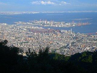 Вид на Осаку днём, гора Майя