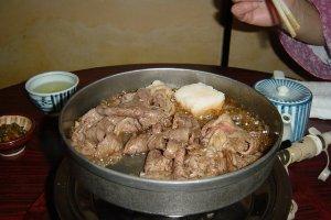 Lẩu sukiyaki thịt bò Matsusaka!