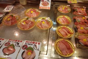 ราคาเริ่มต้นที่ถาดละ 500 เยนไปจนถึง 2000 เยน