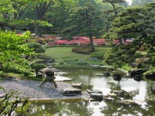 Традиционный японский сад на территории Имперских садов