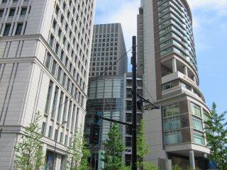 Станция Токио. Здание ОАЗО со всевозможными магазинами и ресторанами
