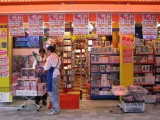 Магазины предлагают тысячи игр, фильмов и прочего