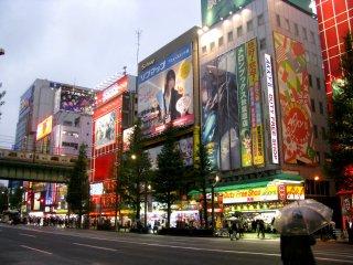 Разнообразные магазины Акихабары