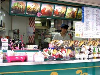 Вкусные десерты возле Токийской башни