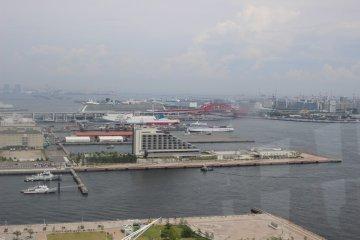 A glance back at the Kobe port