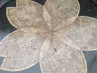 The Sakura (cherry blossom), which is the national symbol of Japan, decorates this manhole