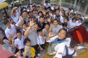 Selfie dengan pelajar