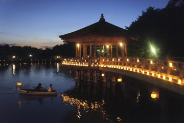 Romantic rowboat rides in the candle-light setup of Ukimido