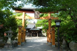Entrance to the Shrine (from the Taikodani Inari Shrine side)
