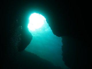 Подводный мир Миякодзима славится своими многочисленными туннелями и арками