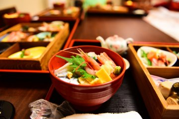 Chirashi bowl, in-room dining